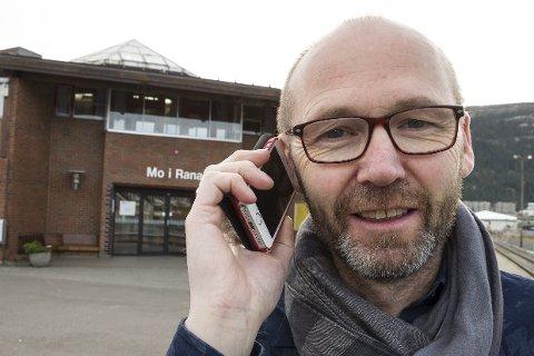 Salg- og markedssjef Knut-Bjørnar Braathen i Saga Mobil har hovedkontoret inne på Mo i Rana jernbanestasjon. Bildet er tatt ved en tidligere anledning.