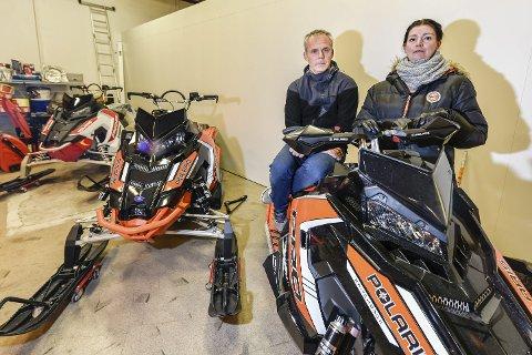 OPPGITTE: Leder i Rana Snøscooterforening, Hilde Elvebakk, og styremedlem Lars Egil Sætermo, er svært skuffet over administrasjonens forslag til scooterløyper. Nå setter de sin lit til politikerne.