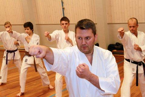 Læremester: Espen Karlsen har vært en pådriver for karate i mer enn 30 år.