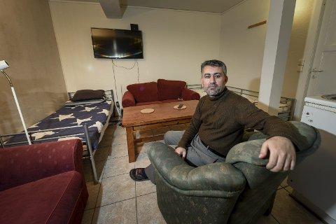 PÅ VENT: Juma Ali er en av 11,4 millioner som krigen i Syria siden 2011, har drevet på flukt. Nå bor han på et asylmotta  k i Rana, med livet på vent.