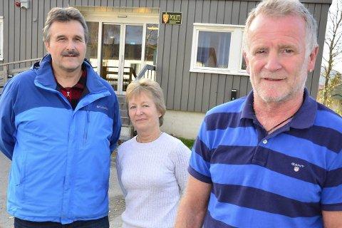 NEDLEGGELSE: Lensmann Stig Haugen (t.h.), politiførstebetjent Steinar Bergem og konsulent Ingvild Levang mener det ikke finnes saklige argumenter for å legge ned kontoret i Hemnes.