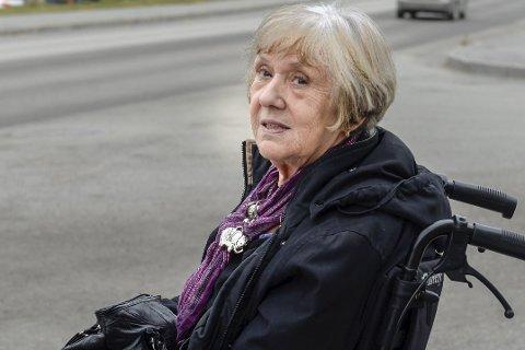 Fortvilt: Anne Grønning faller mellom alle stoler, og opplever ikke å få nødvendig tilbud til å holde smertene under kontroll.