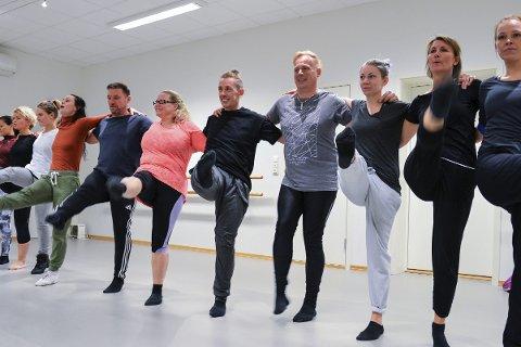 Menn: Både voksne damer og menn tar ukentlig turen innom Tip Toe for å danse moderne, klassisk og showdance.