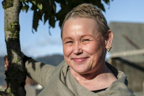 Leve nå: Trine Mari Aavitsland fikk brystkreft 41 år gammel. Nå er hun kvitt kreften, men sykdommen lærte henne at livet nytter det ikke å vente med – det må leves her og nå. Foto: Øyvind Bratt og Trond danielsen (innfelte bilder)