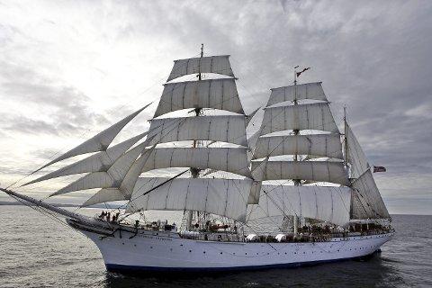 I år er det «Statsraad Lehmkuhl» som skal seile langs norskekysten i NRKs sommeråpent. Foto: Erik Meyer Amundsen