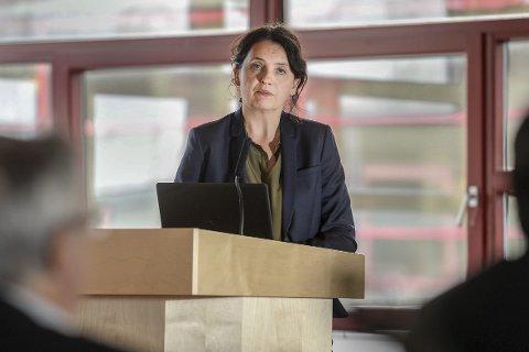 Kommunaldirektør for oppvekst og kultur, Lillian Nærem, sier at hvis de ikke har digitale verktøy er det brudd på læreplanen. Foto: Øyvind Bratt