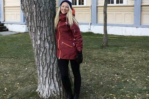 MASTEROPPGAVE: Ane-Kristin Bustnesli (24) er fra Rana, og skriver nå på mastergradsoppgaven sin ved Universitetet i Tromsø. Foto: Privat