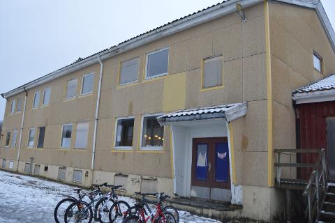 Vil rive: Politikerne vedtok enstemmig i formannskapet å rive to bygg ved den gamle skolen på Nesna.Foto: Ingeborg Andreassen