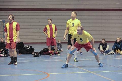 Konsentrert: Knut Lyng Hansen var sentral da Nesna spilte seg til volleyballfinalen i Haaland cup. Foto: Stian Forland