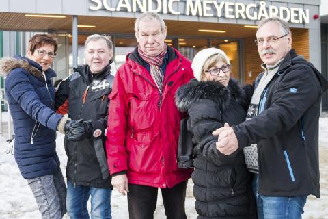 Inger Olsen (t.v.), Erik Larsen, Oddvar Røli, Lillian Alterås og Frank Endresen i Dansekameratan byr opp til ny dansegalla på Meyergården Spektrum like over nyttår. Foto: Lisa Ditlefsen