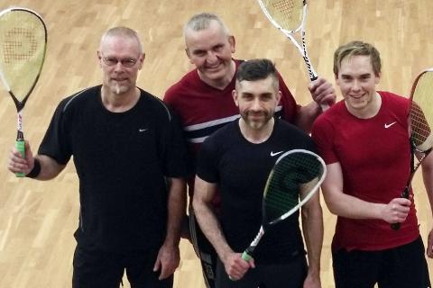 I GANG: Rana fikk i fjor en egen squash-klubb - Rana squashklubb. Her er en del av medlemmene på trening denne uka. Fra v. Jørn Thorkildsen, Stein Tørresvold, Terje Borgersen og Ole Martin Åsland.
