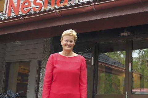 TRYGG: Hanne Davidsen sier politi på Nesna skaper trygghet. Hun er glad for forslaget fra Tone Vangen. Foto: Lisa Ditlefsen