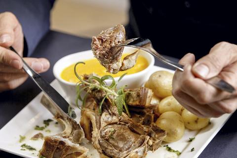 SPoRBARHET: Man skal også være tydelige på matens innhold og opprinnelse. Sporbarheten skal være enkel for konsumentene, skriver Sandra Huezo Davidsen.Foto: Gorm Kallestad /  NTB scanpix