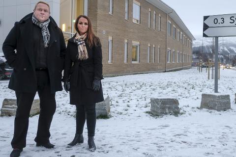 Gir seg ikke: Søsknene Tor Arne og Gerd Randi Nilsen reagerer sterkt på tilstanden faren deres var i etter ei uke på korttidsavdelinga, og som endte med at faren døde. Foto: Øyvind Bratt