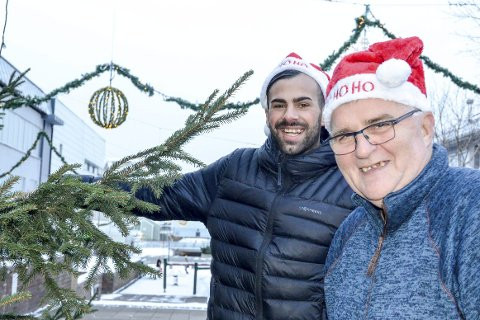 Ali Karan og Stein E. Hovind trenger flere frivillige som vil stelle til julaften sammen med dem. Foto: Toril S. Alfsvåg