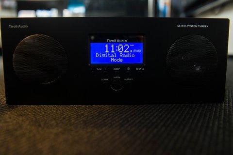 FM-nettet slukkes i 2017. Neste generasjon radio bruker DAB-teknologi, som denne fra produsenten Tivoli. Digitale signaler skal gi bedre lydkvalitet og rom for flere radiostasjoner.