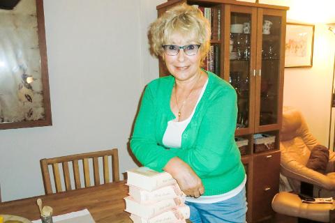Eva Kristine Henriksen skriver om Hanna som bærer på en dyp sorg når hun kommer tilbake til Mo i Rana, i boken Hvite Kråker. Foto: Privat