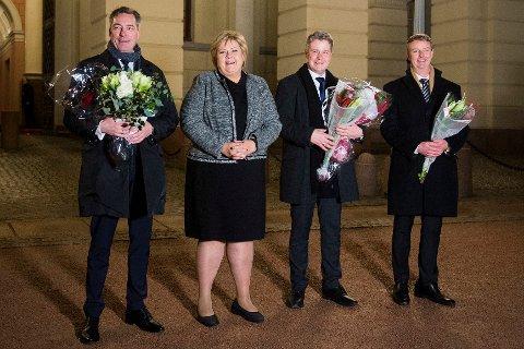 Statsminister Erna Solberg med nyutnevnte statsrådene Frank Bakke-Jensen (t.v), Per-Willy Amundsen (nr.2 f.h) og Terje Søviknes (t.h) på Slottsplassen etter statsråd på Slottet.
