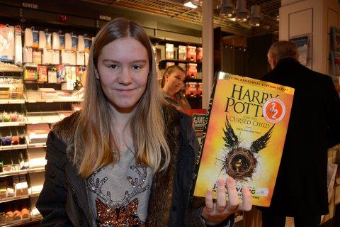 - Jeg er så glad i å lese engelsk at jeg byttet inn den norske oversettelsen av den siste Harry Potter-boka til orginalspråket. Nå er romjula reddet, sier Hanna Nilsen.