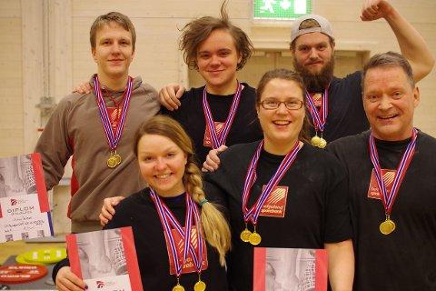Fra øverst til venstre mot høyre: Audun Kvitvær, Niklas Rønning, Christoffer Nygård og nederst til venstre mot høyre: Anne Regine Adolfsen, Kristin Michalsen, Jan Edvard Jensen.