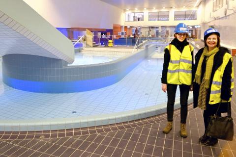 I Eventyrland: – Trening, vannyoga, spinning i vannet, alt er mulig. I tillegg blir dette tilholdssted for svømmeklubber, undervannsrugby, dykking og kajakktrening. Vi kan gjøre akkurat hva vi vil, sier markedsansvarlig i fritids- og badeavdelingen, Elisabeth Lind (t.h.) her sammen med prosjektansatt Åsa Malmberg.  foto: beate Nygård