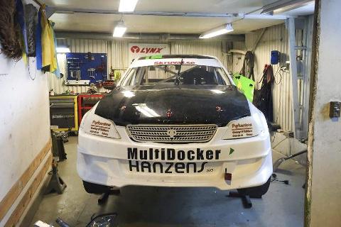 NYBILEN: Stefan Åengs nye Lexus IS 200 er på plass i garasjen hjemme i Rana. Nå blir det satsing på et høyere nivå. Foto: Privat
