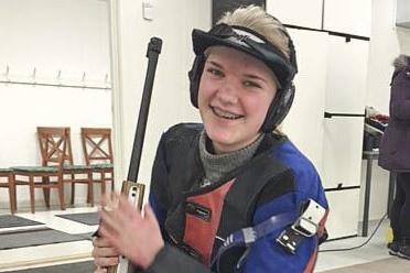 FULL KLAFF: Lisa-Iren Husnes Larsen skjøt godt igjen.