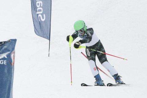 SØLV: Oliver Olsen kjørte ned til sølv i U14-klassen. Han var mest fornøyd med helgas super-G. Foto: Stian Forland