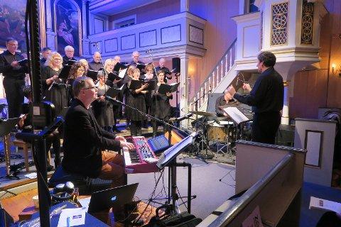 Avslutningskonserten i Mo kirke med operakoret, Frode fjellheim og Chris Eva