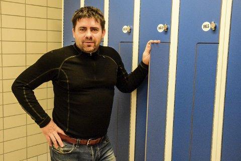 Ferdig: Roy Millerjord er storfornøyd med de nye garderobene, selv om det tok tid før alt var gjort.Foto: Kenneth Haagensen Husby