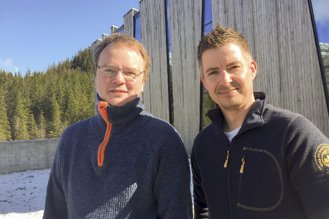 Glade vinnere: Lars Sjøvold fra Stein Hamre Arkitektkontor og produksjonssjef i Helgeland Kraft, Torkil Nersund er fornøyd med arkitektprisen de vant i USA. 12 mai er det prisutdeling i New York,