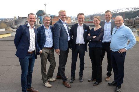 Mo Industripark AS med administrerende direktør Arve Ulriksen (t.v) har nå blitt med et stor partnerskap for å lage en digital databank med all mulig kunnskap on Nord-Norge, som skall være med å bidra til en økt forståelse av landsdelens muligheter. Her sammen f.v. daglig leder Roger Ingebrigtsen i Agenda Nord-Norge, Leo Grünfeld fra Menon Business Economics, Stein Windfeldt fra Bedriftskompetanse, konsernsjef Jan Frode Janson i Sparebank 1 Nord-Norge, Kjersti Eline Busch fra Salt og Andreas Hanssen fra Bedriftskompetanse.