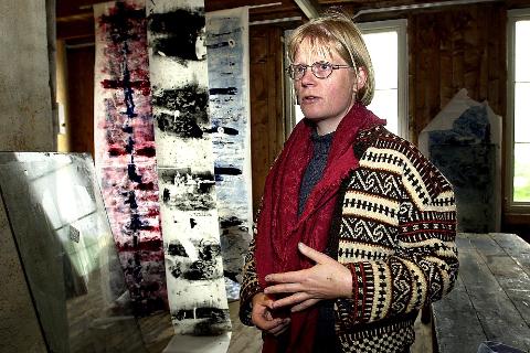 STILLER UT: Ranværingen Elisabeth Alsos Strand disputerte i desember ved kunstakademiet i Krakow. Hun stiller ut tre stykker tresnitt under Nordnorskens vandreutstilling som åpner i dag.ARKIVFoto: David Kinsella