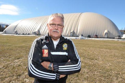- Vi har ikke bygget Stålhallen for at den skal være noe klatrestativ. Å klatre på hallen er livsfarlig, sier leder Tor-Arne Strøm i fotballgruppa til Sålkameratene.