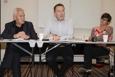 Fra et tidligere styremøte: Frode Mellemvik, tidligere administrerende direktør i Helgelandssykehuset , Per Martin Kuntsen og Sonja Djønne.