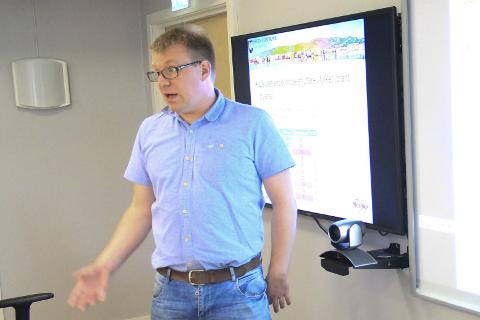 Rapport: Saksbehandler Helge Lynghaug i Vefsn kommune informerte politikere om en NIBR-rapport. Foto: Jon Steinar Linga