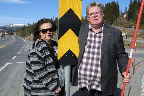 KRYSTALLKLARE: Både ordfører Christin Trones, Høyre og Tord Johansen, Ap, er krystallklare på at de ikke er interessert i å ha noen bom ved Korgfjelltunnelen. Foto: Øyvind Bratt