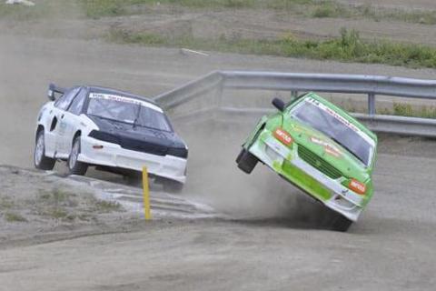 PÅ to hjul: Stefan Åeng måtte ut i sandfellen i finalen i Lycksele. Foto: Roger Nordvall