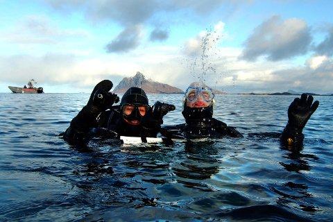 Hestmannen: Marianne Jensen på dykkerkurs utenfor Hestmannen. Hun mener at dykking er en fantastisk måte å oppleve naturen på.  FOTO: Arne Forbord