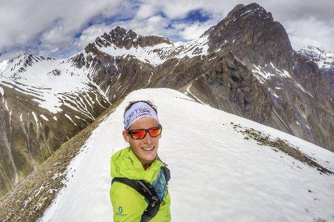 TIL FJELLS: Rolf Einar Jensen er høyt til fjells igjen, nå skal han delta i to konkurranser neste helg. Men oppladingen må skje i god tid før sine første konkurranser i høyder over 3.000 meter.