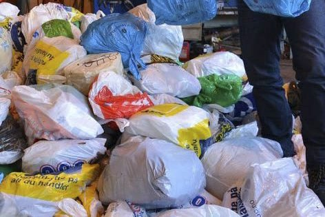 UVANE: Nordleninger har en uvane å gjenvinne skitten plast.