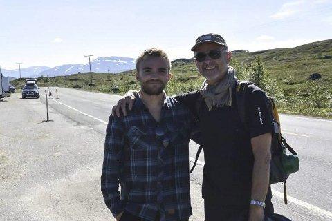 Innspilling: Co-produsent Jim Remi Hansen (t.v.) sammen med produsent Lars Lindström og filmteamet på Umskardet i forbindelse med filmingen av «Sameblod».Foto: Viktor Leeds Høgseth