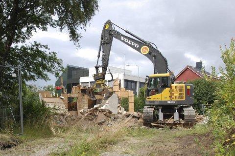 Rives: Huset i Sørlandsveien ble revet på onsdag,