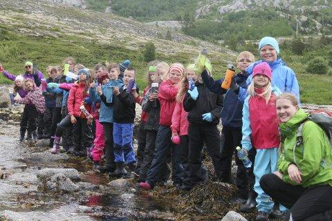 ELVESTART: Deltakerne på Friluftsskolen i Grønsvika dro på tur for å finne ut hvor elva kommer fra.