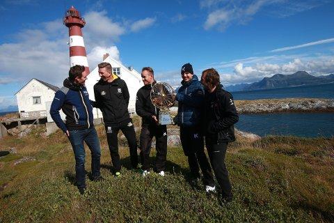 Arnaud Demare fra FDJ, Sep Vanmarcke fra Lotto-Jumbo, Alexander Kristoff, Rein Taaramäe fra Katusha og John Degenkolb fra Giant-Alpecin sammen med Arctic Race-trofeet på Landegode,