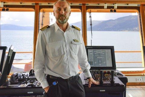 Kontroll: Ole A. Kjørlien, master ved M/V Edda Fides, har den siste tiden operert langs norskekysten med sitt flotell.Foto: Kenneth Haagensen Husby