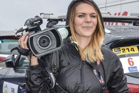 ELSKER NORGE: Claire Bricogne er journalist i franske L'Équipe – og henrykt over Arctic Race. Foto: Trond Isaksen