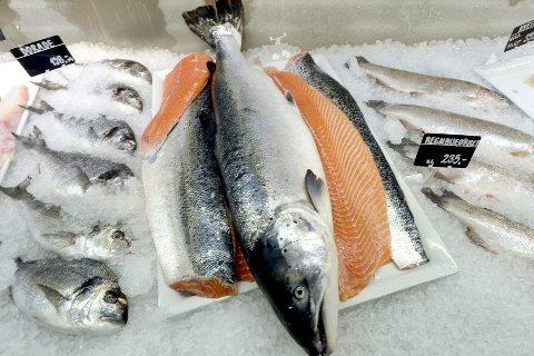 SKYHØY: Prisen på norsk laks har de siste måneden vært skyhøye, men nå spår ekspertene et prisfall.