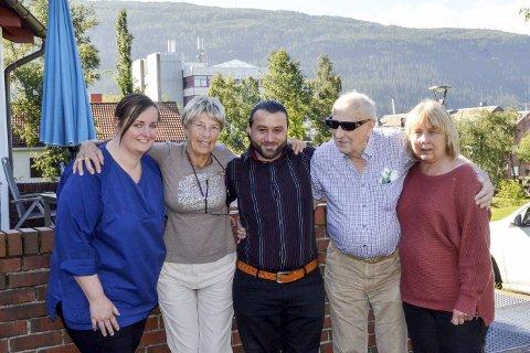 Bruk for: F.v. avdelingsleder ved Talvikparken bosenter, Monika Strand, styreleder Helga Vargdal og daglig leder Elin Smith i  Termik Rana, er tydelig på at Rana har behov for en person som Naif Kadoura. Det mener Olav Nerdal (89) også.