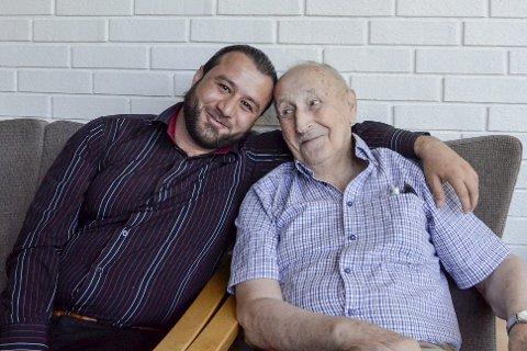 Vennskap:  Olav Nerdal (89) ber politikerne sørge for at vennen Naif Kadoura (30) kan bli boende i Rana.